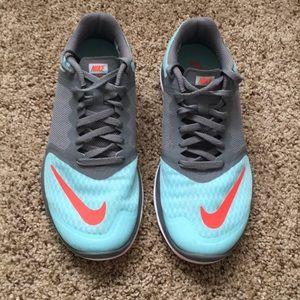 Women's 6.5 Nike fit sole running sneakers
